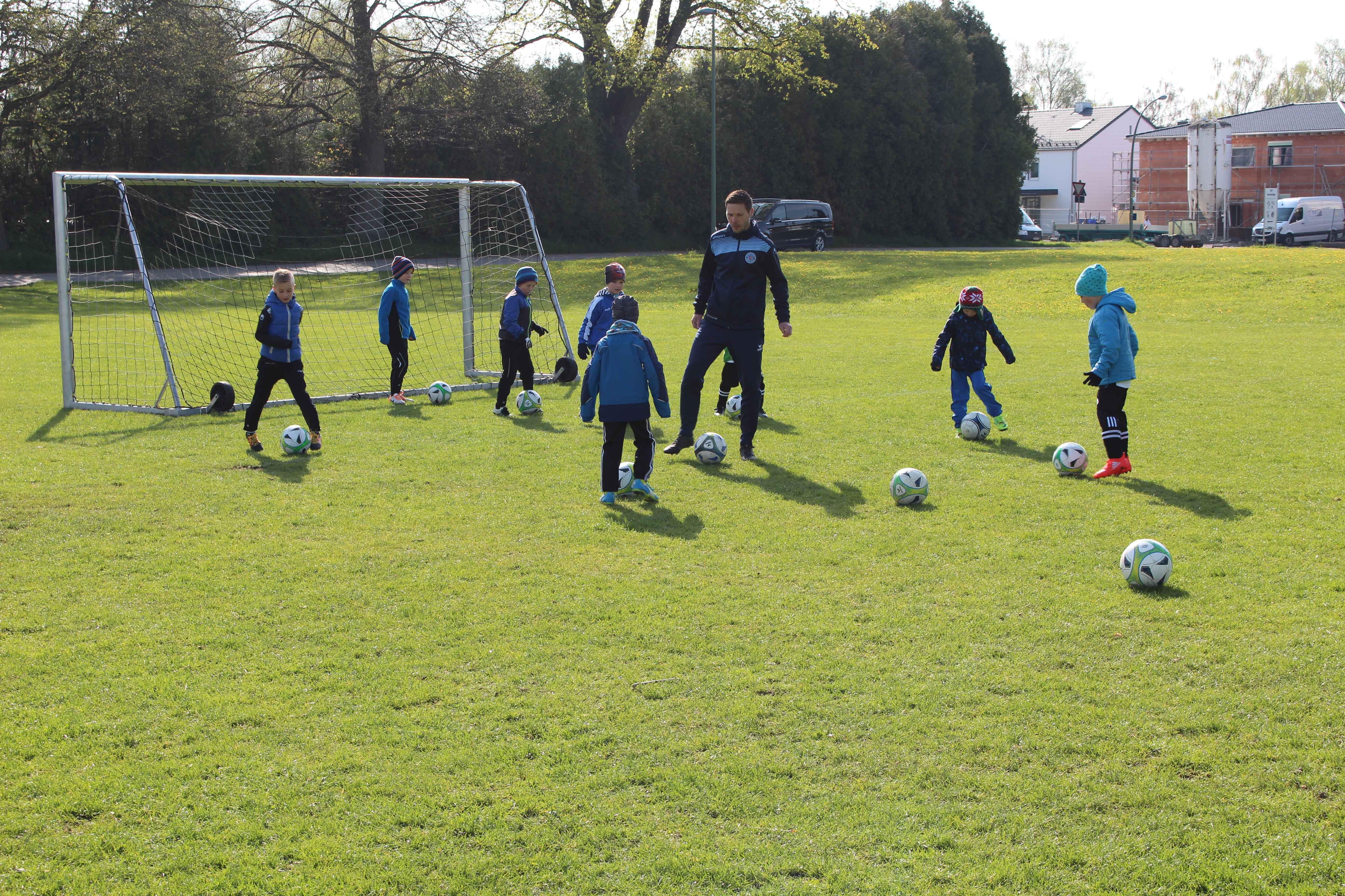 Fußballspielen bei der Fußballschule Schwabmünchen